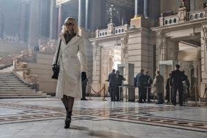 atomic-blonde-charlize-theron-white-trench-coat
